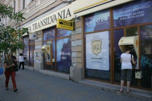 Decor vitrina, window graphic, Banca Transilvania, Pma Invest